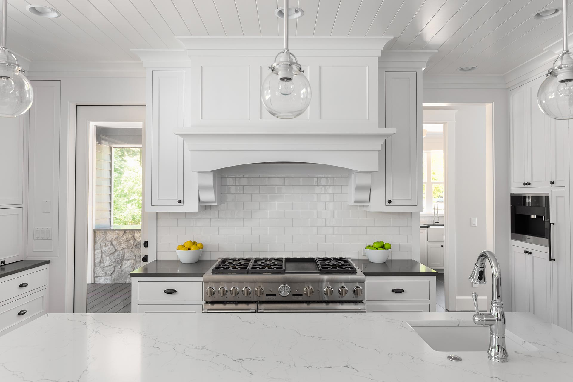 Porcelain slab kitchen countertop